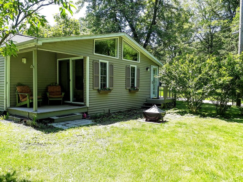 La Casita (little house) and Private Getaway in Westfield NY, vacation rental in Brocton