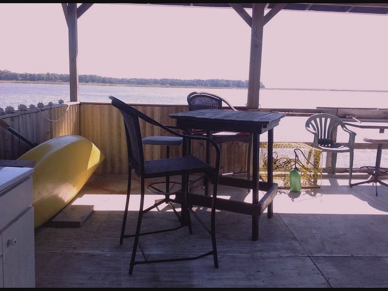 Direct Waterfront. Boat Dock on Deep Salt Water 35 miles from Savannah., vacation rental in Midway