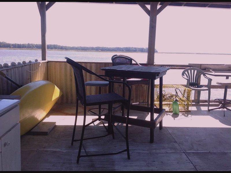 Direct Waterfront. Boat Dock on Deep Salt Water 35 miles from Savannah., aluguéis de temporada em Midway