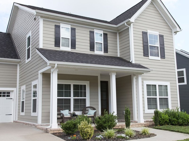 Beautiful new home in greater Nashville. 5 BDRM; 4 Bath; Sleeps 10+., vacation rental in Spring Hill