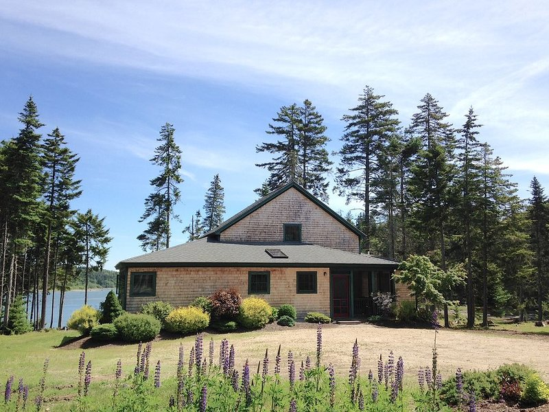 Cove's End - Secluded, on the Water; DSL in Deer Isle, vacation rental in Deer Isle
