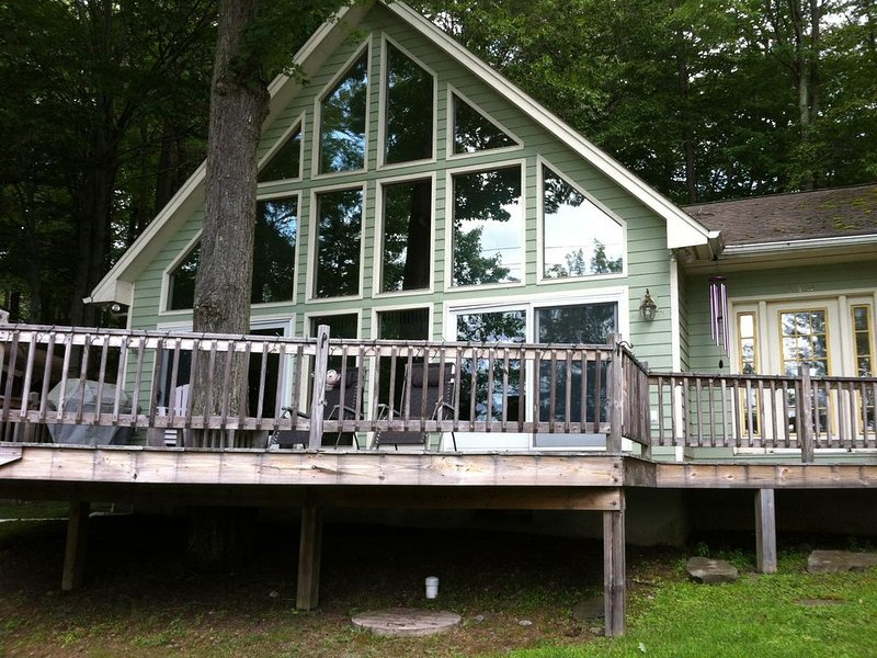 Lakefront Home In The Heart Of The Poconos, vacation rental in Pocono Lake