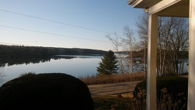 5 Bedroom Riverfront Antique Home, location de vacances à Damariscotta