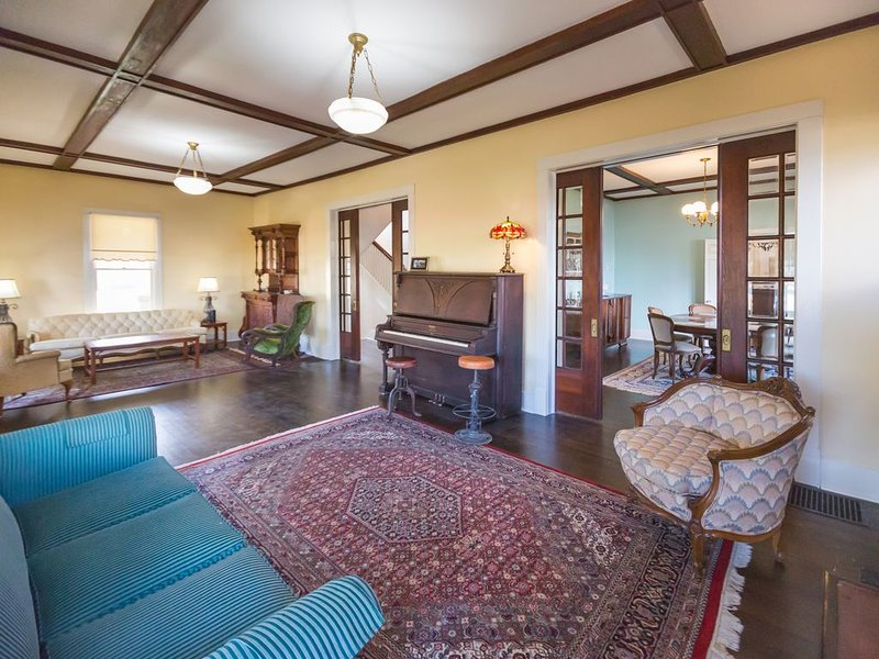 Historic Home With a Unique Experience (Come see why everyone loves us), holiday rental in Tyler