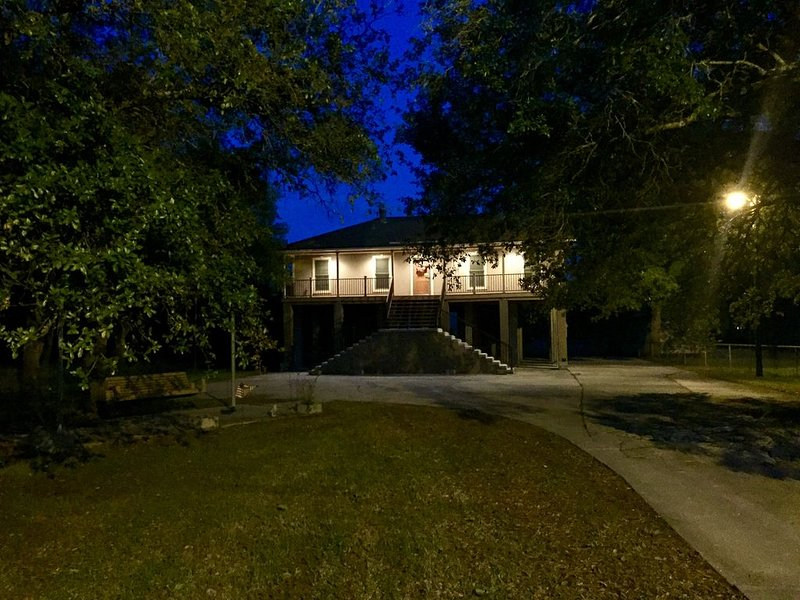 3.2 Acres of Bayou Paradise 30 minutes from New Orleans and French Quarter, holiday rental in Lafitte