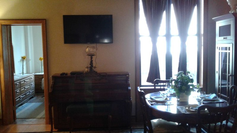 Luxury Living in Harlem II - Sister Listing to Luxury Living in Harlem (484350), holiday rental in Maryknoll