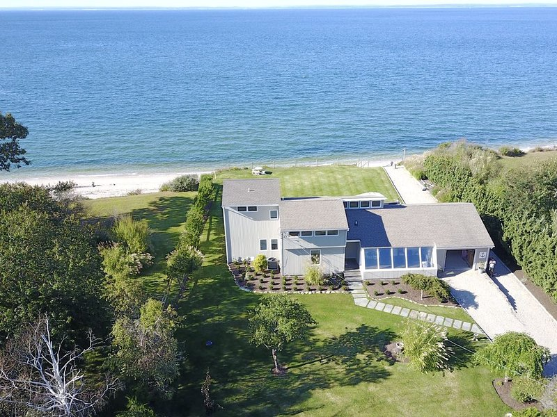 Magnificent Private Orient Beach Front House, alquiler de vacaciones en North Fork