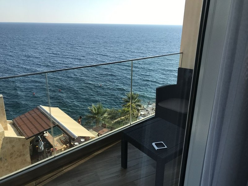 Brand New Modern Styled, Overlooking The Sea, Condo In Montenegro!!!, holiday rental in Bar Municipality