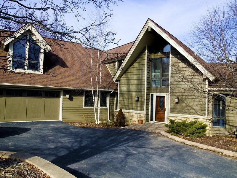 A Super 5 bedroom, newly remodeled, updated and ready to host your gathering, holiday rental in Elizabeth