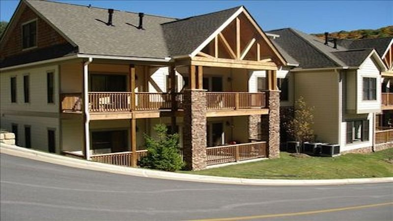 Luxurious Mountain Condo located within the iconic Lodges at Elkmont Community, vacation rental in Banner Elk