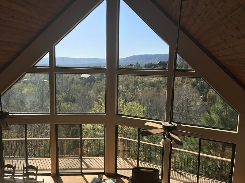 Luxurious Secluded Creek Front Cabin with Breathtaking Views, alquiler vacacional en Star Valley