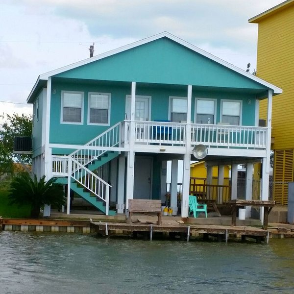 On the river, Wifi, Lighted pier, Private Road, Beautiful sunsets!, location de vacances à Matagorda