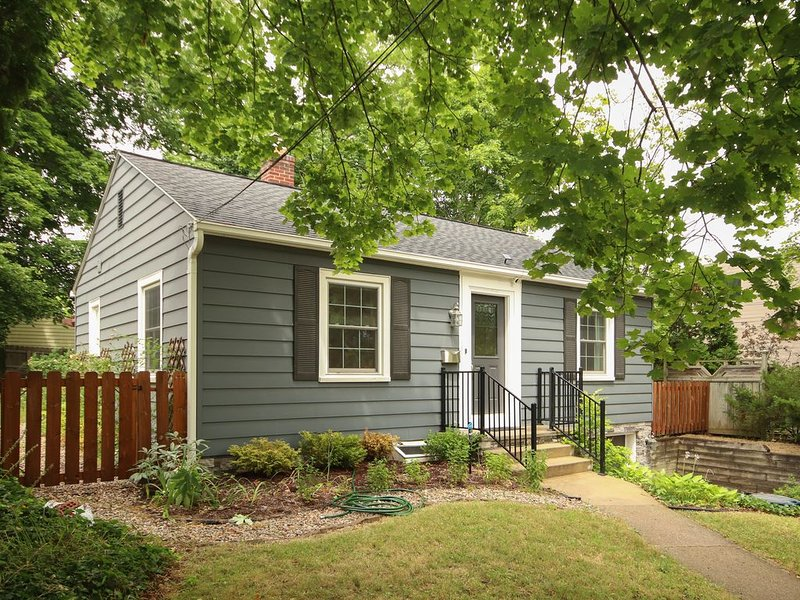 Charming Family Home in the heart of Ann Arbor, holiday rental in Ann Arbor