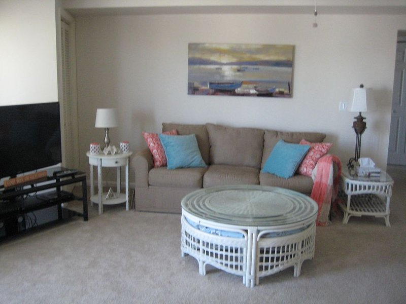 Steps to the Beach, Pool, Shopping, Restaurants and Bars...Fun.., vacation rental in Ship Bottom