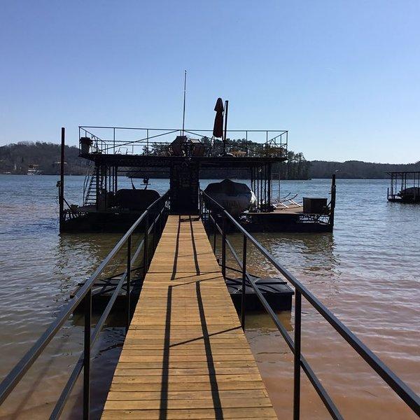 Pier 39 on Lake Lanier.  #1 Rated rental in Gainesville!, location de vacances à Gillsville