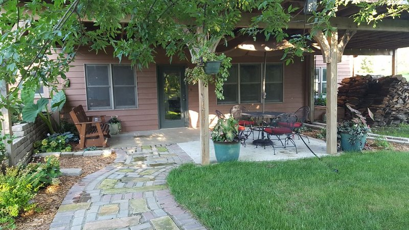 SECLUDED, INVITING 2 BEDROOM, holiday rental in Louisburg