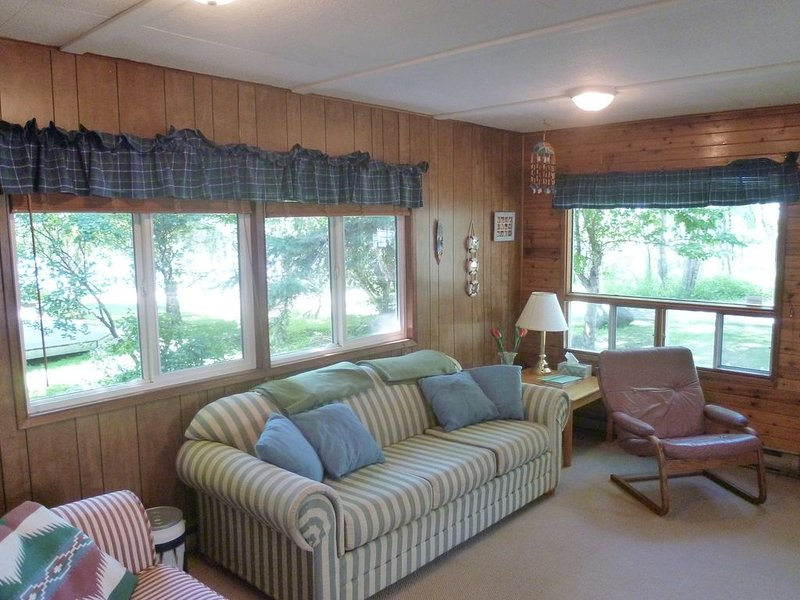Cozy Waterfront Cottage in Grand Beach Manitoba, holiday rental in Belair