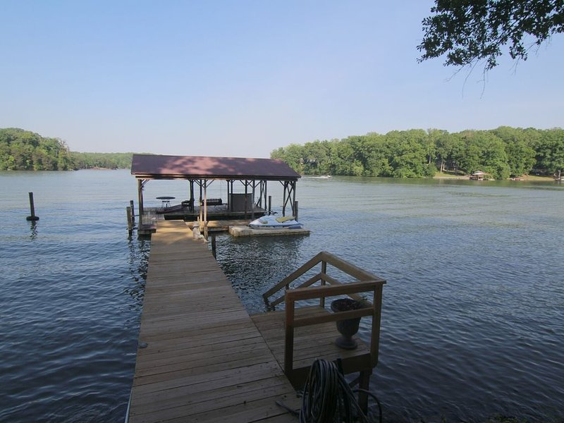 Lake Front, huge views minutes from Mooresville NC, holiday rental in Sherrills Ford