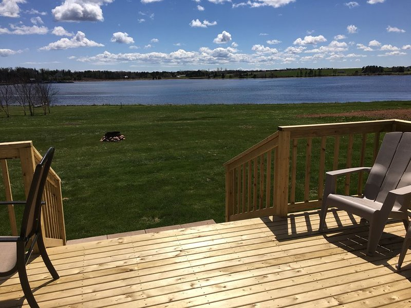Fortunate View Summer Home overlooking Bay Fortune Harbour and Fortune River, holiday rental in Saint Margarets