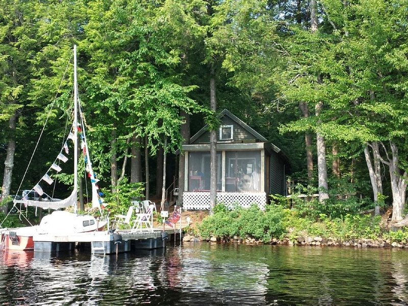 Cozy Waterfront Cabin on Cranberry Lake, vacation rental in Wanakena