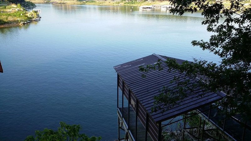 Boone Lake, lake house on main channel with beautiful water views!, holiday rental in Kingsport