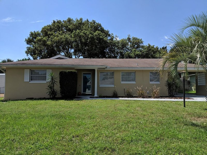 Charming home located between Daytona and Orlando, vacation rental in Orange City