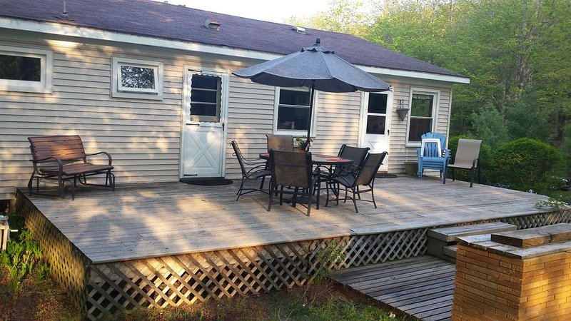 Peaceful and Spacious home in Cul-de-sac within walking of downtown Frankfort, alquiler vacacional en Frankfort
