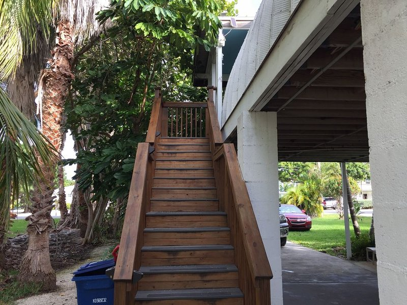 Elevated Home on a Quiet Canal:Monthly Rental Available!, holiday rental in Ramrod Key