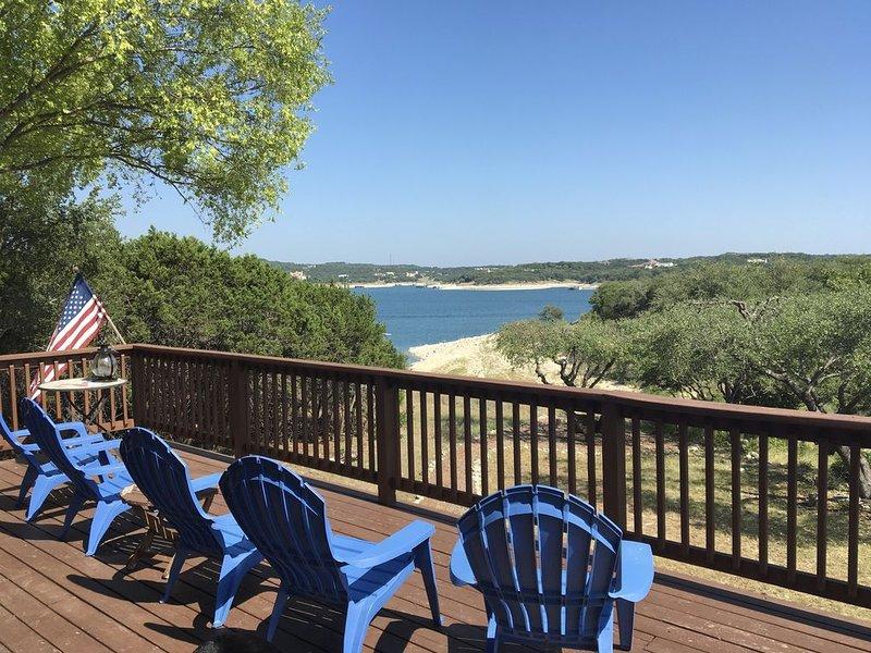 Waterfront Lake Travis Home in Point Venture, Sleeps  up to 12, Big Outdoor Deck, casa vacanza a Lago Vista