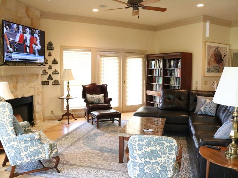 Private & peaceful country home located 12 minutes from TAMU, holiday rental in College Station