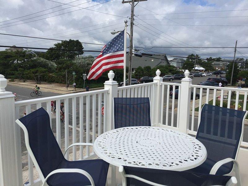 Short Stays Welcome ~ 140 Feet To The Beach ~ 1 Bedroom Condo, location de vacances à Long Beach Island