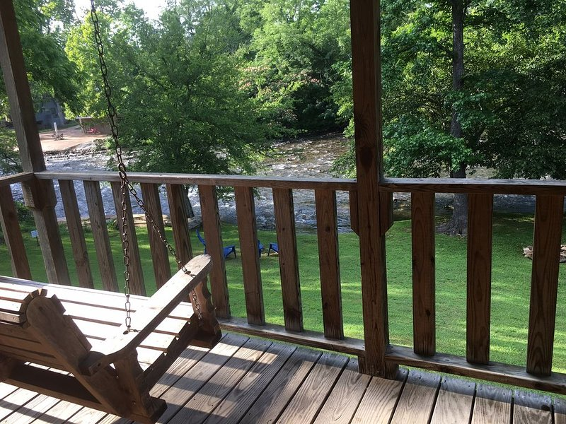 Cove Stream Cabin | Riverfront, vacation rental in Townsend