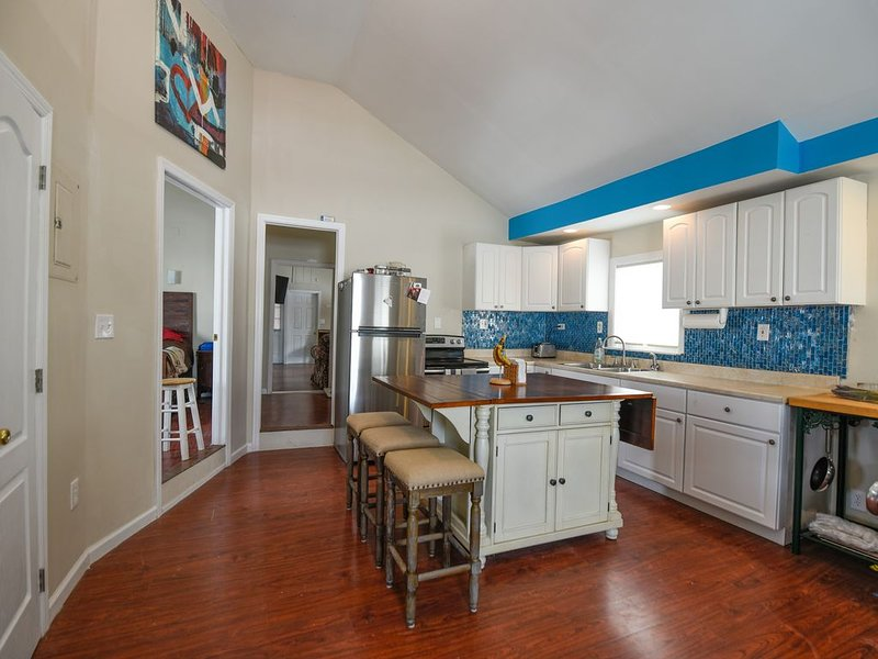 Bright Home Steps from Beach and Boardwalk!, holiday rental in Point Pleasant Beach