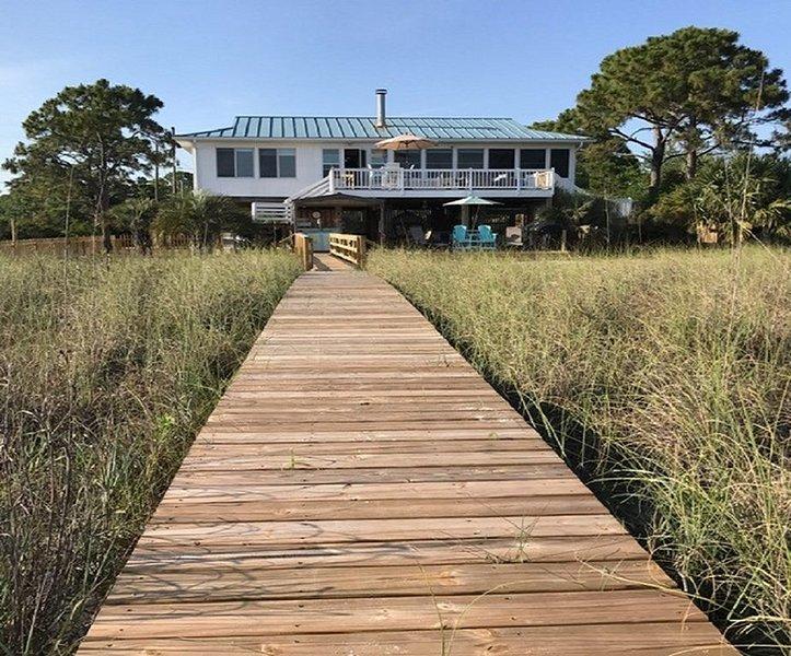 Ocean Front-Immaculate-Pet Friendly-Beach Paradise, alquiler vacacional en Panacea