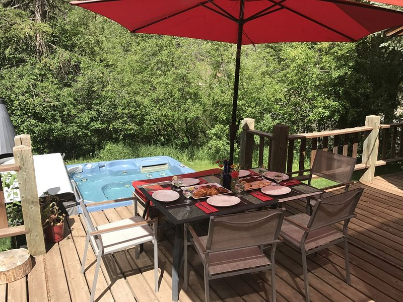 RIVERFRONT MOUNTAIN VIEWS SERENE AND PRIVATE CLOSE TO ALL AMENITIES, vacation rental in Redstone