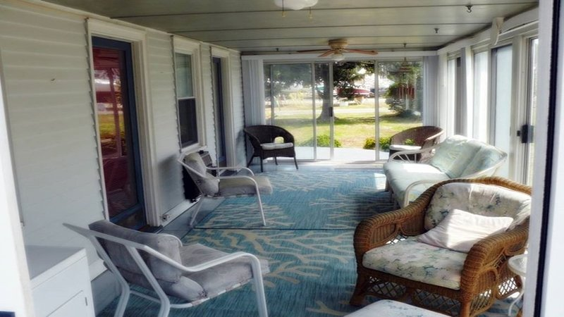 Looking for a quiet waterfront cottage for 5 for a day, a week or longer?, holiday rental in Wake