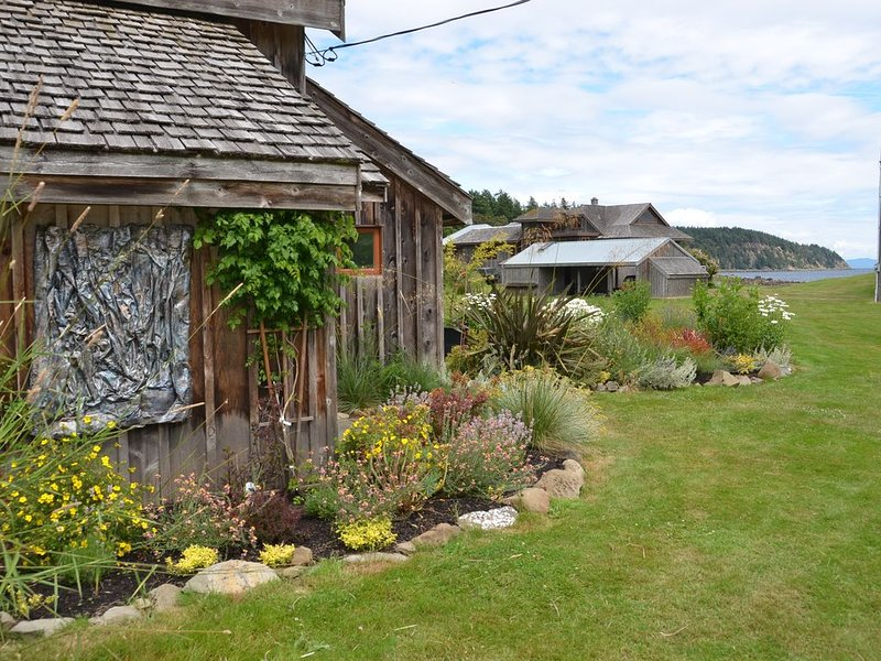 Barn Suite At Little Tribune Bay, Hornby Island, vacation rental in Vananda
