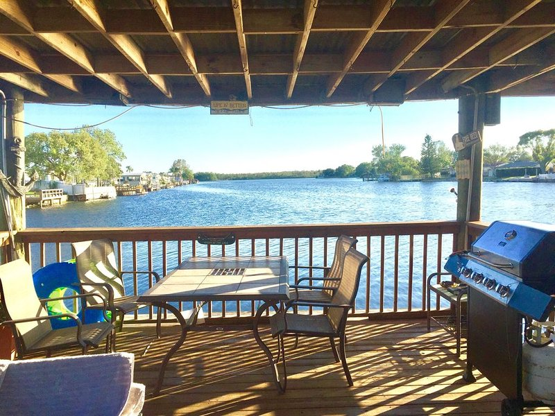 Relaxing lake front property, holiday rental in Trinity