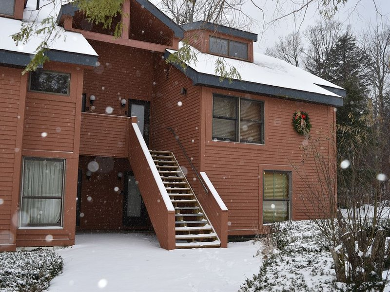 Trail Creek Upper unit 2Bed/2Bath King/Twins + Loft/Queen on ski home trail, location de vacances à Killington