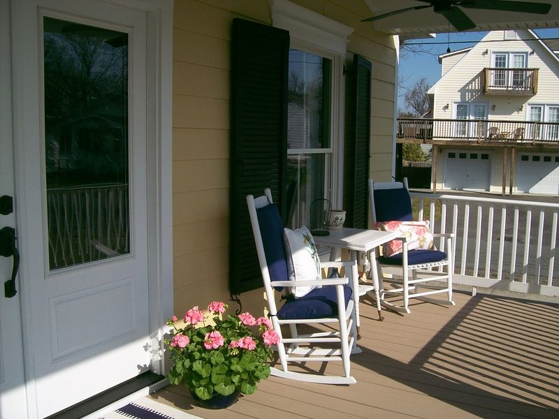 Tequila Sunrise Cottage on The Point, holiday rental in Colonial Beach