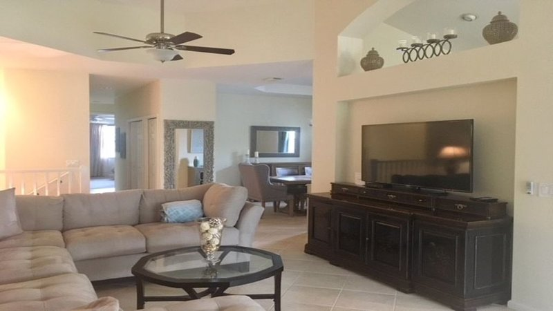 Beautiful Condo Located in Shadowwood, holiday rental in Estero