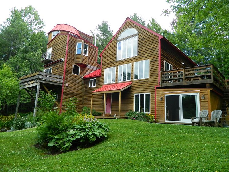Stowe Silo Home - Hot tub - Pet friendly - Wood Fire, location de vacances à Waterbury