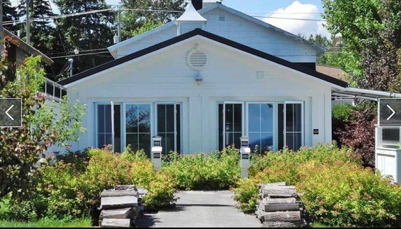Quiet, Private, Waterfront - Luxury on 125 Ft. of Suttons Bay, holiday rental in Suttons Bay