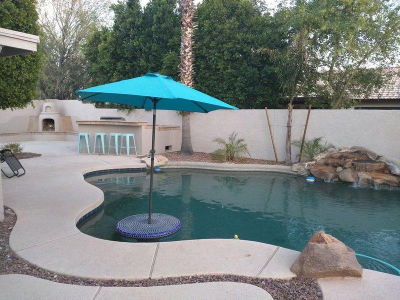 NE Mesa 6 brm 4 bath Sleeps 16, Heated Pool, alquiler de vacaciones en Mesa