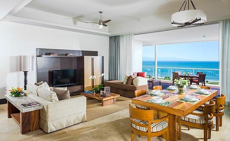 Christmas at Grand Luxxe! Lofts, Villas, Spas, 2 and 3-Bdrms - Platinum, golf..., location de vacances à Jarretaderas