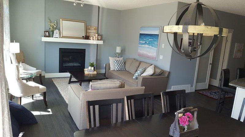 New 2500 sq foot home, close to YEG, vakantiewoning in Edmonton