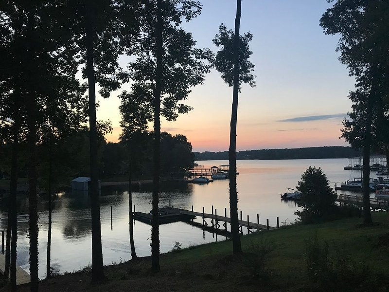 NEW Luxury Waterfront Home with Amazing views!, vacation rental in Mooresville