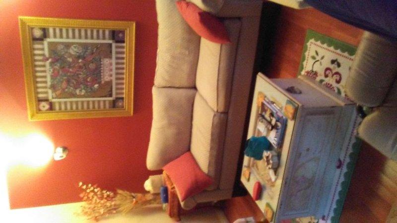 Bienvenue à la maison, salon confortable pour se prélasser.