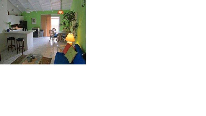 CUTE, BRIGHT & AIRY CONDO, location de vacances à Kingshill