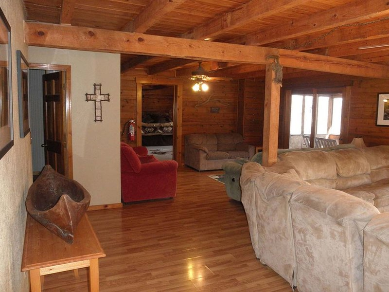 Buffalo Lodge, Secluded Retreat near Buffalo National River, holiday rental in Parthenon